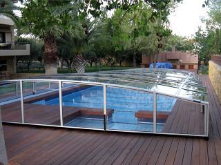 Nízké zastřešení bazénu VIVA™ v bílé barvě hliníkových profilů