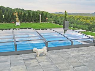 Elegantní bazénové zastřešení VIVA™ se stane chloubou Vaší zahrady