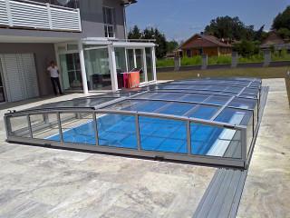 Zastřešení bazénu VIVA™ zvýší kvalitu vody a sníží množství chemikálií na její údržbu