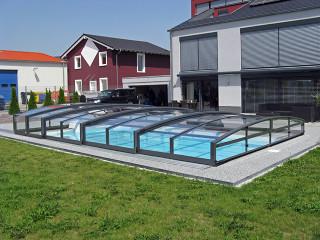 Kryt na bazén VIVA™ chrání Váš bazén před venkovními nečistotami
