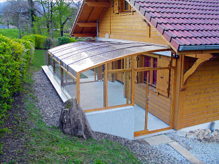 Posuvné zastřešení terasy CORSO Premium v provedení imitace dřeva
