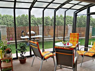Snídaně, obědy i večeře na terase v každém ročním období