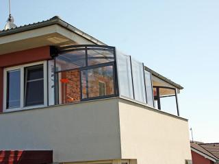 Zastřešení balkónu CORSO Solid se samostojnou stěnou