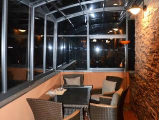Zastřešení terasy CORSO Solid se hodí i na zakrytí balkonu