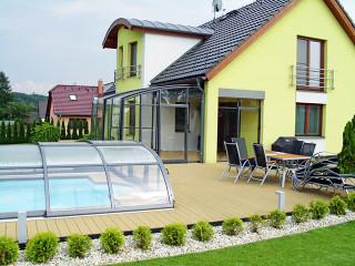 Zastřešení terasy se zastřešením bazénu - ideální kombinace