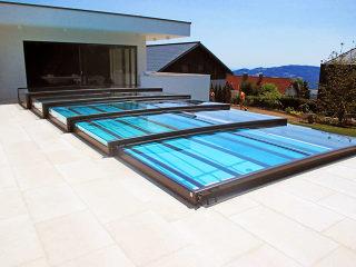 ALUKOV bietet die flachste massgefertigte Poolüberdachung auf dem Markt