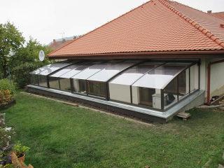 Atypische Terrasse mithilfe des Überdachungsmodells CORSO überdacht