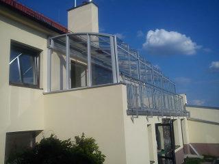 Aufschiebbare Balkonüberdachung CORSO Premium von ALUKOV