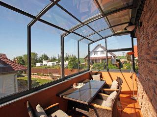 Balkon- oder Terrassenüberdachung von ALUKOV ist immer massgefertigt