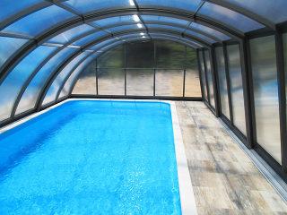 Blick in die Pool-Überdachung Ravena