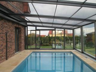 CORSO Glas als Poolüberdachung ist sehr luxuriöse und hochwertige  Lösung