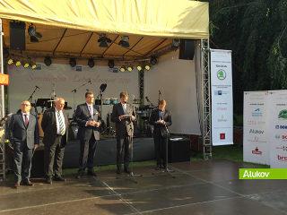 Der deutsche Botschafter Arndt Freiherr Freytag von Loringhoven am Mikrofon