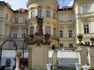 Die Deutsche Botschaft in Prag