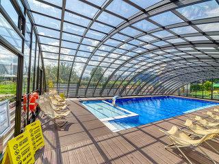 Ein Blick in die Pool-Überdachung Ravena