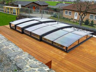 Flaches Poolüberdachungsmodell VIVA erfreut sich großer Beliebtheit bei den Kunden