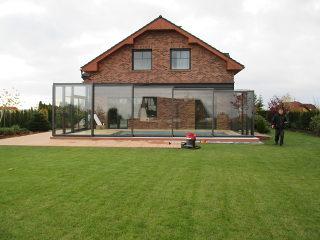 Geräumige Terrassenüberdachung CORSO Glas kinderleicht aufschiebbar