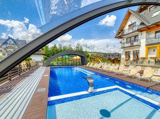 Innenansicht der geöffneten Poolüberdachung Ravena