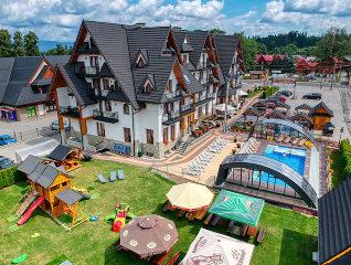 Luftaufnahme der Pool-Überdachung Ravena