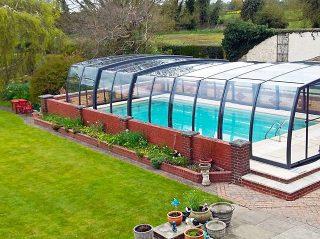 Moderne und sehr geräumige Poolüberdachung OMEGA