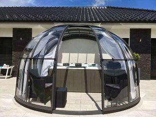 Sehr schön abgetönte Kombination des Hauses mit OASIS Spaüberdachung