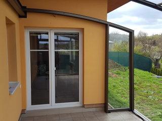 Offene Terrassenüberdachung CORSO mit leicht beweglichen Segmenten