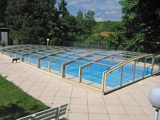 VIVA™ Schwimmbadüberdachung mit silberen Alu-Profilen
