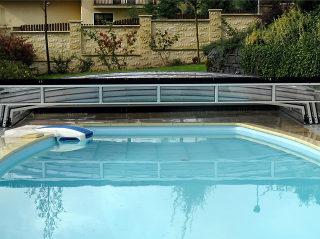 CORONA™ Poolüberdachung komplett aufgeschoben