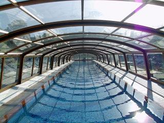 Innenblick in die IMPERIA Poolüberdachung