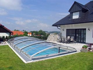 IMPERIA Poolüberdachung mit silberen Alu-Profilen