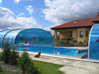Geräumige Poolüberdachung LAGUNA mit Polykarbonat in Blau