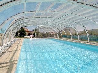Hohe Poolüberdachung OLYMPIC von ALUKOV