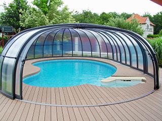Teilweise aufgeschobene Poolüberdachung OLYMPIC