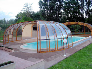 OLYMPIC Premium Poolüberdachung im Holzdekor