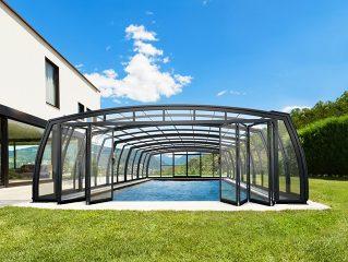 OMEGA hohes Poolüberdachungsmodell mit der Falttür