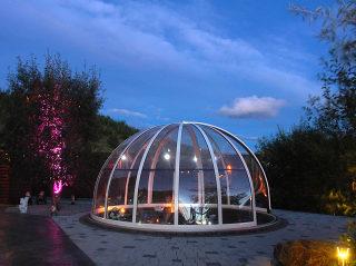 Gestalten Sie sich romantische Atmosphäre mit der Schiebeüberdachung ORIENT