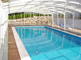 VENEZIA Poolüberdachung in heller Ausführung