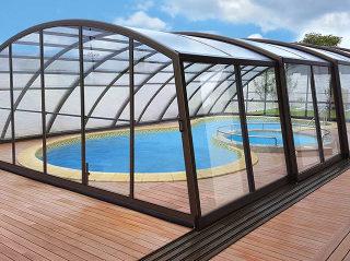 RAVENA ist ein der Lieblingsmodellen unter hohen Poolüberdachungen bei ALUKOV