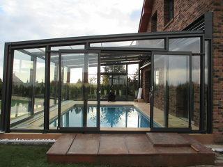 Schiebeüberdachung CORSO Glas als Poolüberdachung realisiert