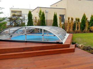 Schwimmbadüberdachung Elegant NEO am Holzboden