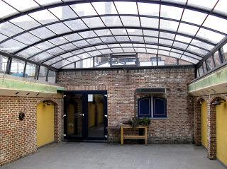 Atypische aufschiebbare Überdachung für Kunstatelier