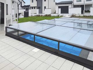 Terra flache Schwimmbadüberdachung stört in keinem Garten