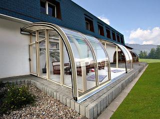 Terrassenüberdachung CORSO Entry in eleganter hellen Ausführung