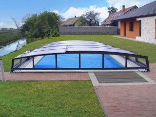 Abri pour piscine enterrée modèle  CORONA™ par Alukov