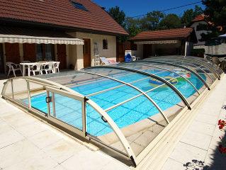 Abri de piscine rétractable  ELEGANT NEO en blanc
