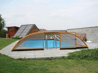 Abri de piscine bas ELEGANT NEO avec face avant ouverte