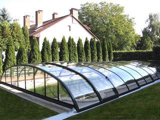 Abri de piscine ELEGANT avec cadres foncés et parois transparents en polycarbonate