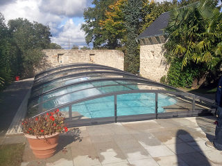 Abri de piscine IMPERIA NEO clair sera un complément essentiel à votre jardin