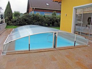 Abri de piscine IMPERIA NEO clair avec cadres argentés