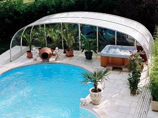 Abri pour piscine enterrée modèle  LAGUNA NEO avec espace de relaxation et spa