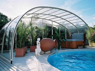 Abri de piscine LAGUNA NEO peut aussi protéger votre espace de détente
